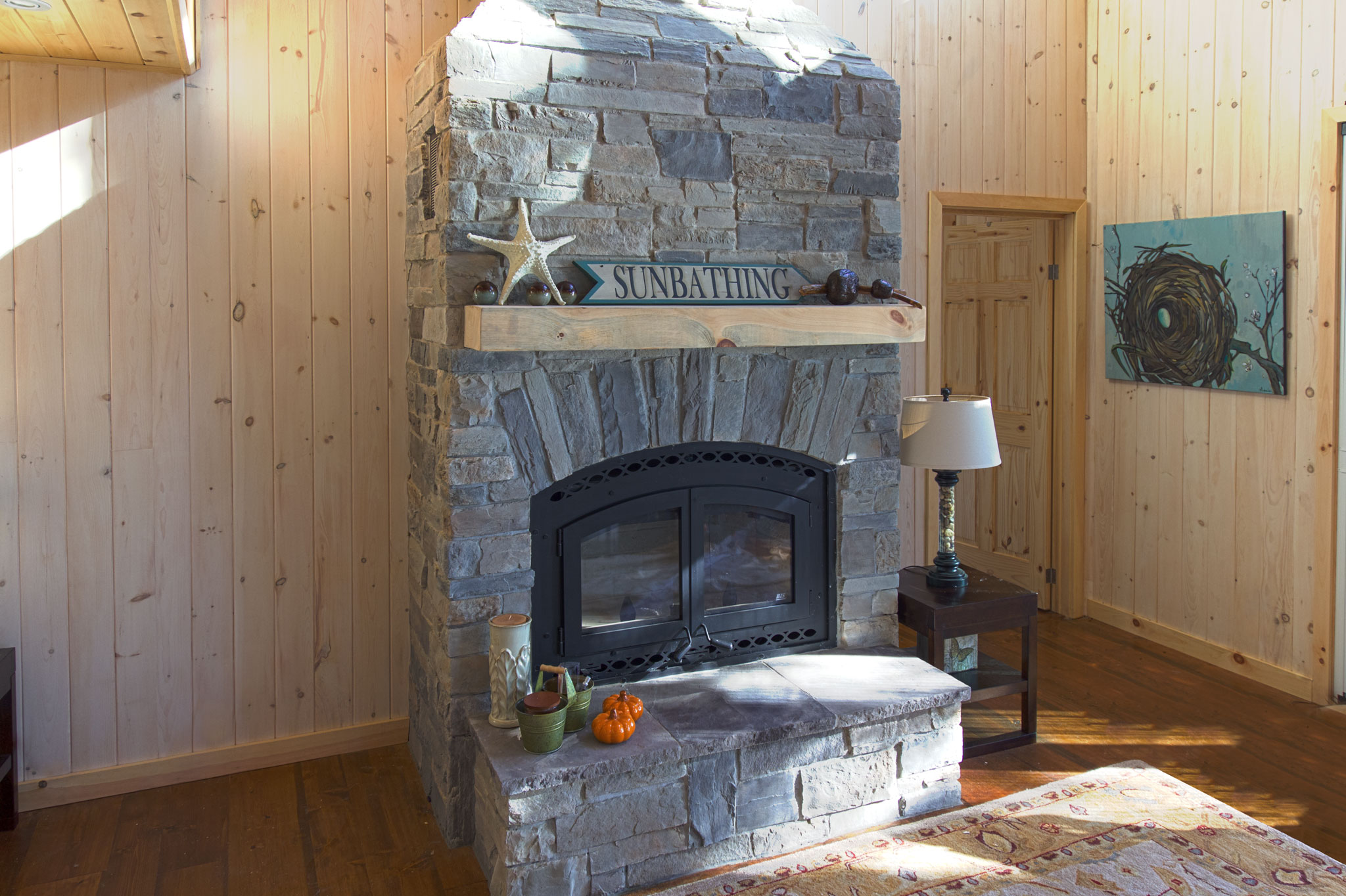 Pure rock landscaping indoor stone fireplace with 25ft for Foyer interieur